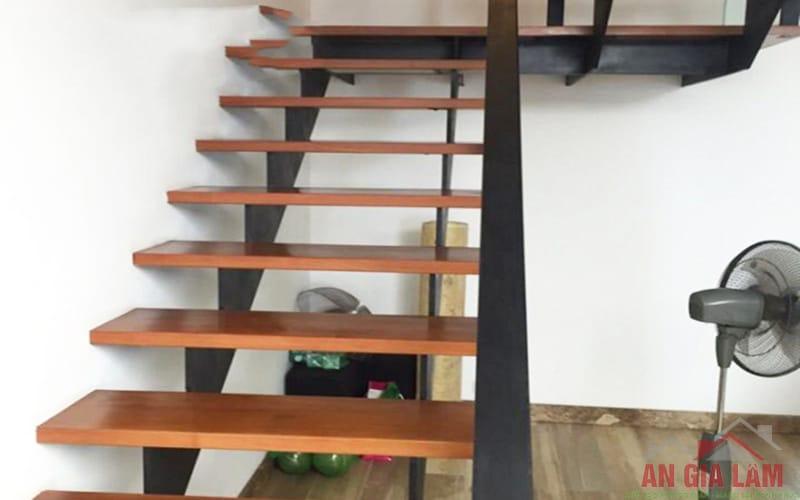 mẫu cầu thang sắt ốp gỗ đẹp