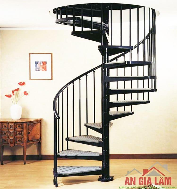 mẫu Cầu thang sắt xoáy ốc trong nhà